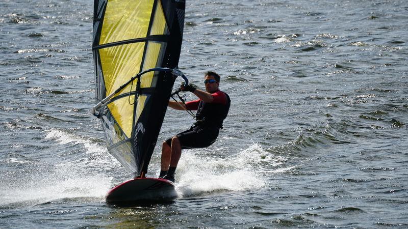 Initiatie- / vervolmakingslessen windsurfen/zeilen